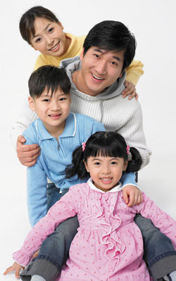 Father with 3 kids