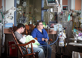 Women & Children's Hospital of Buffalo Neonatal Intensive Care Unit patient with family image